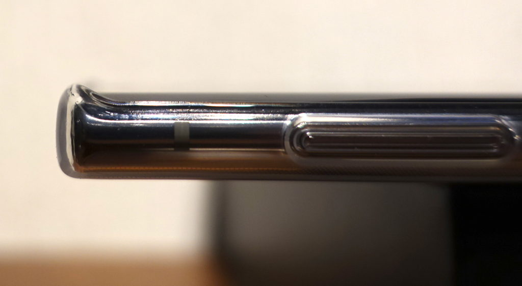 Galaxy Note10付属TPUケースに本体をセットした左側のアップ画像